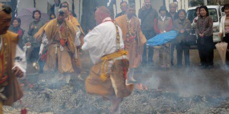Das Freiluftfeuerritual Saitō goma