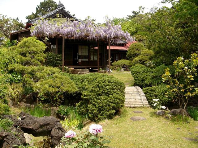 """Auf historischen Spuren durch Inage/Chiba. Der Sengen-Schrein, das Landhaus von Pujie und das Gästehaus des japanischen """"Wein-Königs"""