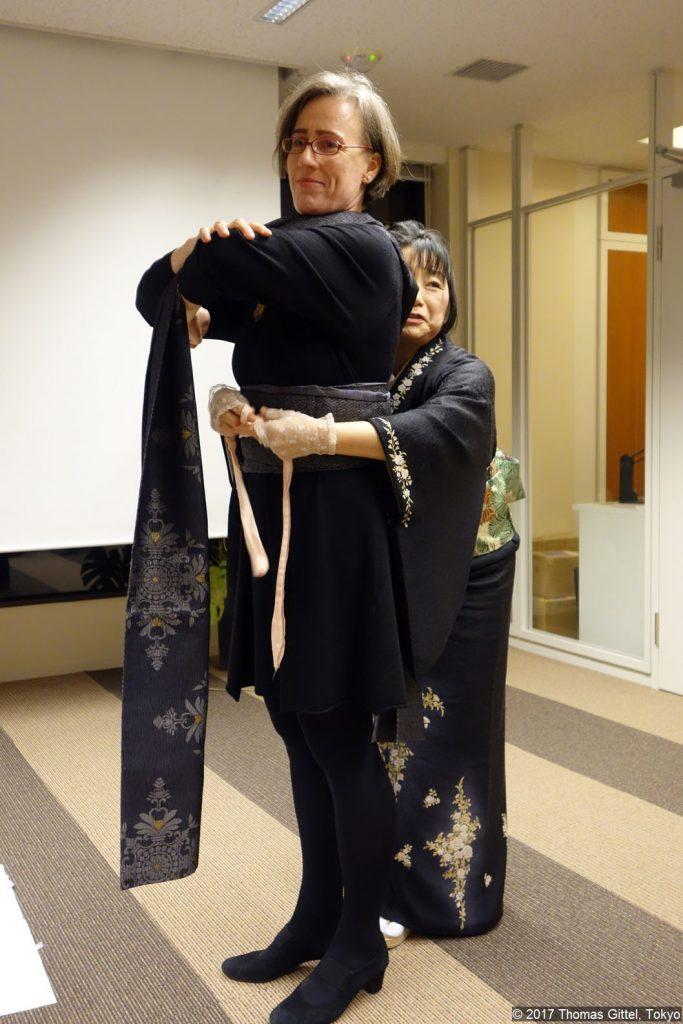 Vortrag/Workshop von Kazue Kurebayashi-Morsbach: Wie wählt frau den passenden Obi zu einem Kimono? - Kimono Workshop