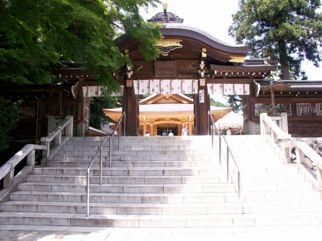 社殿と御神門