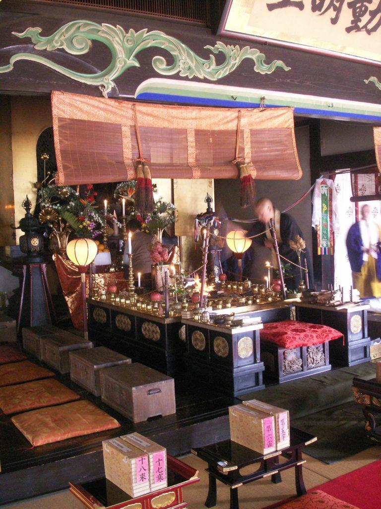 Im Tempel - Exkursion zum Feuerritual Saitō Goma