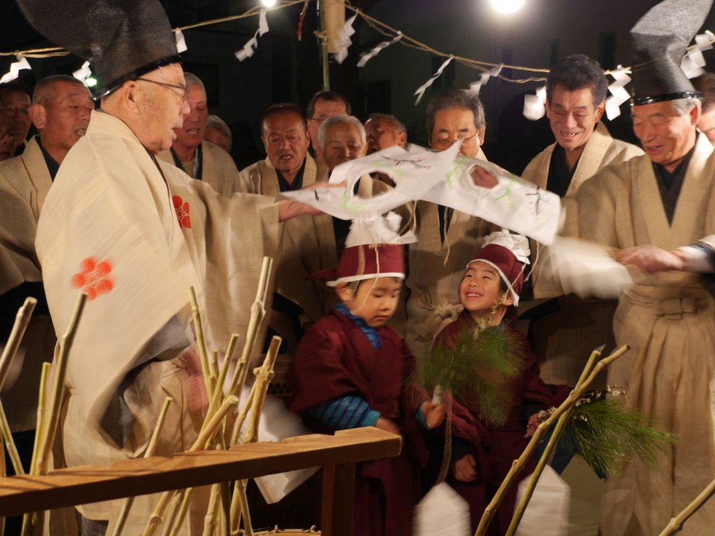 Taasobi im Tokumaru Kitano Schrein in Itabashi, Tokyo0528 - Neujahrsfest in Itabashi im Kitano-Schrein
