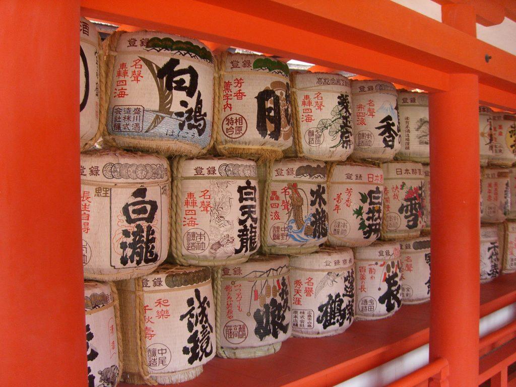 Sake Fässer Shinto Schrein