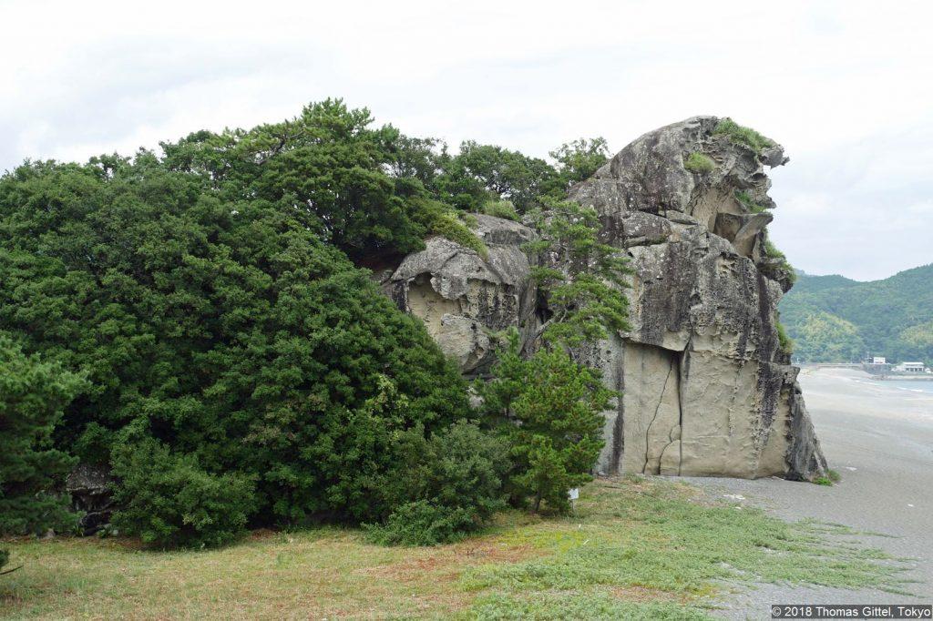 Shishi Iwa (獅子岩)
