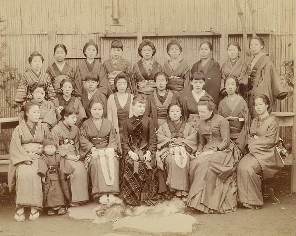 Klöppelschule für alleinstehende junge Frauen, von Höhns Frau Luise und seiner Stieftochter Anna betrieben.