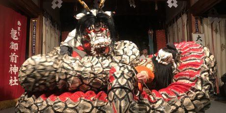 """Feier anlässlich des 147. Gründungstages der OAG. """"Achtköpfige Schlangen und wie man sie bezwingt. Das Iwami Kagura aus Shimane und seine Masken"""" Fällt aus, wird nachgeholt!"""