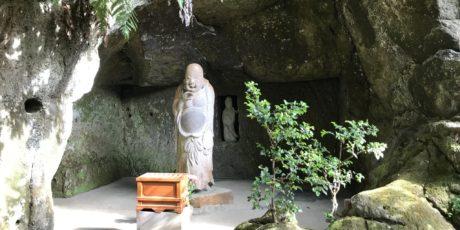 Auf der Suche nach dem Glück über Stock und Stein von Tempel zu Tempel. Eine Sieben-Glücksgötter-Tour in Kita-Kamakura Fällt aus, wird nachgeholt!