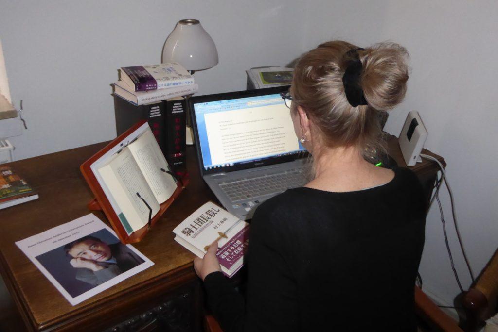 U. Gräfe am Schreibtisch